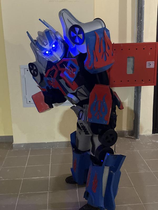 Фото с Роботом Аниматором Трансформером Оптимус Прайм - Фото 5