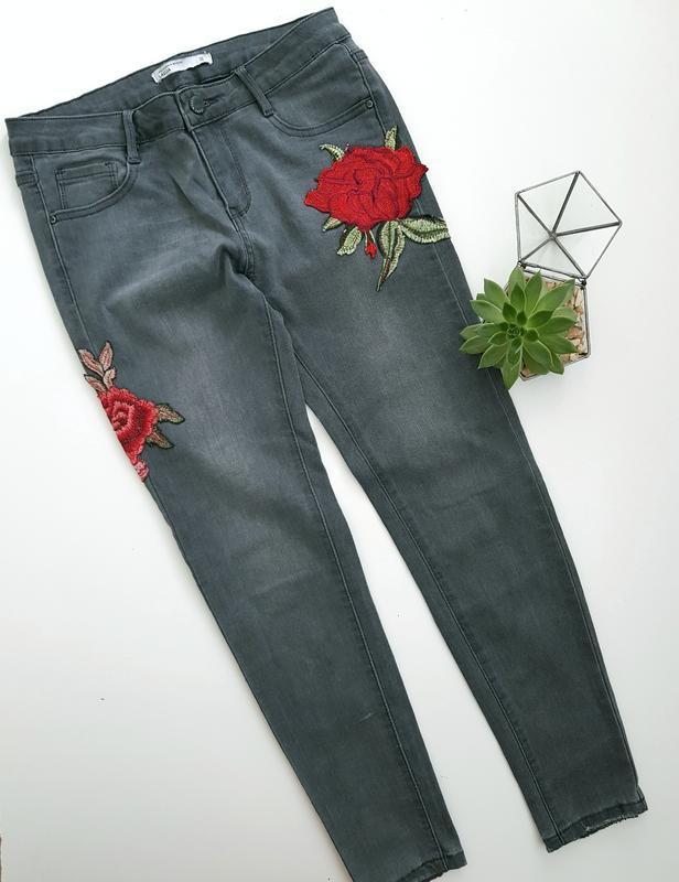 Серые графитовые  скинни джинсы с розами