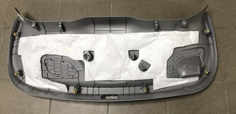 Накладка двери багажника внутр нижняя Chevrolet Bolt EV 42547832