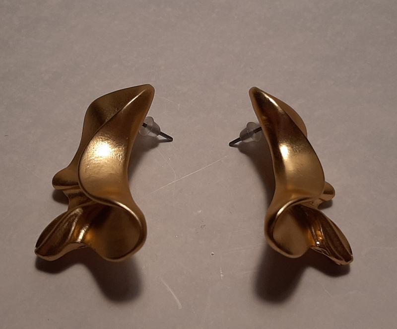 Серьги мятые, цвет матовое золото - Фото 4