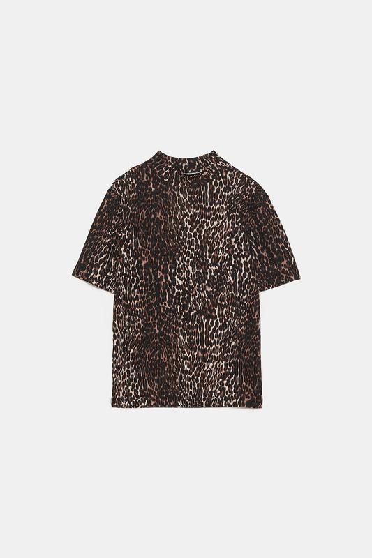 Zara фактурная футболка под горло