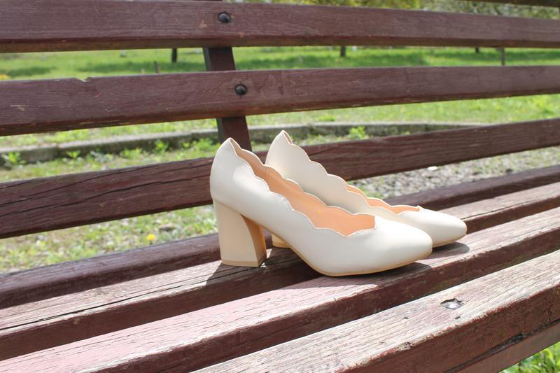 Бежеві туфлі, бежевые туфли
