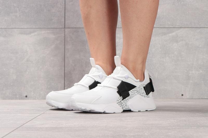 Кроссовки: nike air huarache city low.