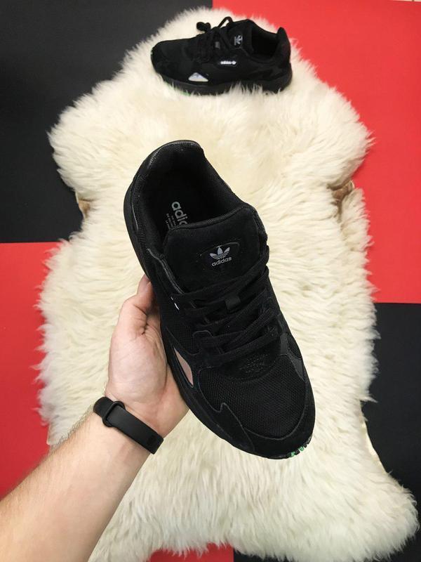 Adidas falcon black fure.