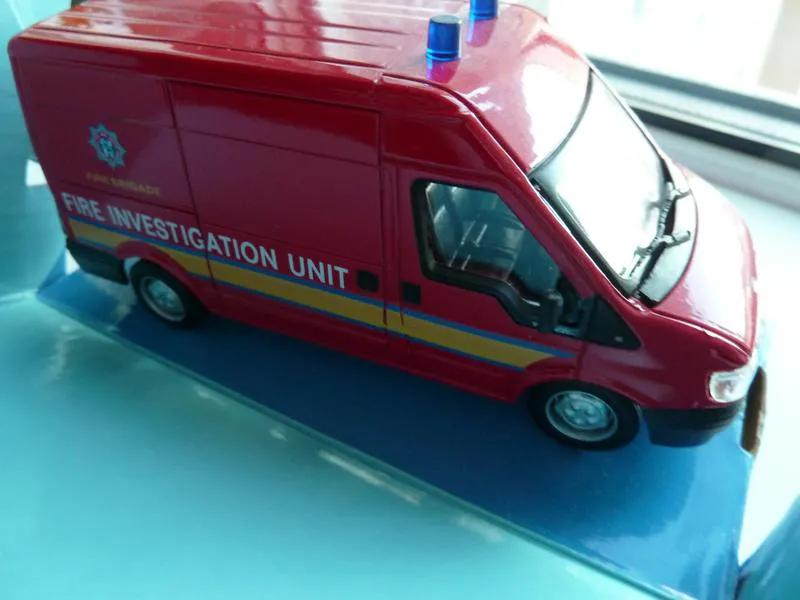 FORD transit Mini Bus Fire Cararama Масштаб 1:43