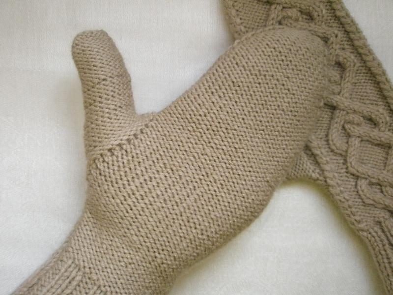 Варежки бежевые ручной работы размер: s-м - Фото 4