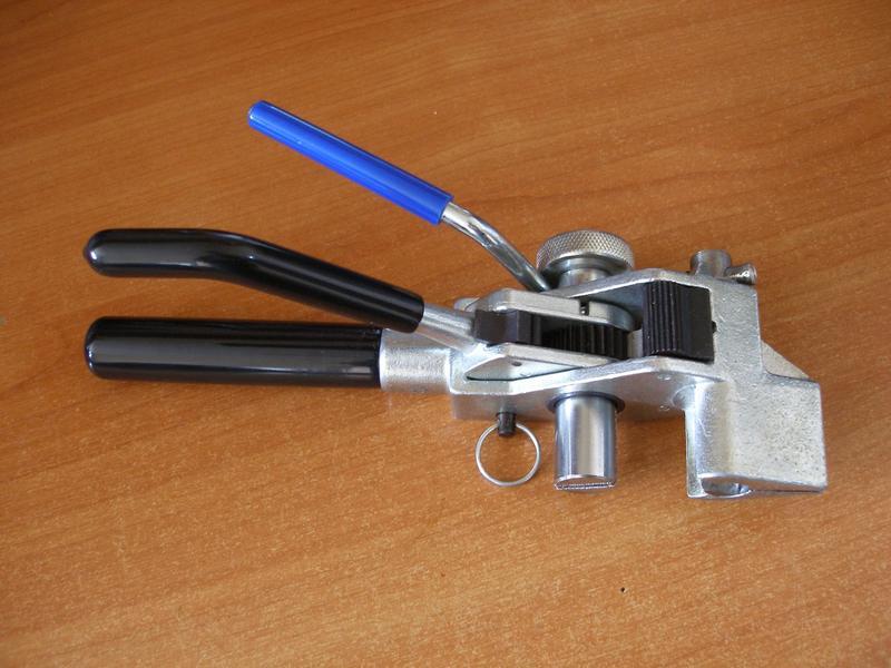 Ключ (клещи) для бандажной ленты с храповым механизмом