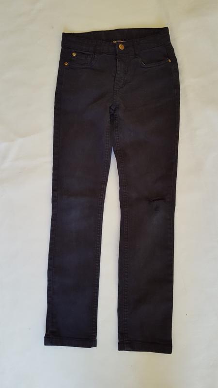 Черные узкие джинсы на девочку 9-10 лет с утягивающими резинками