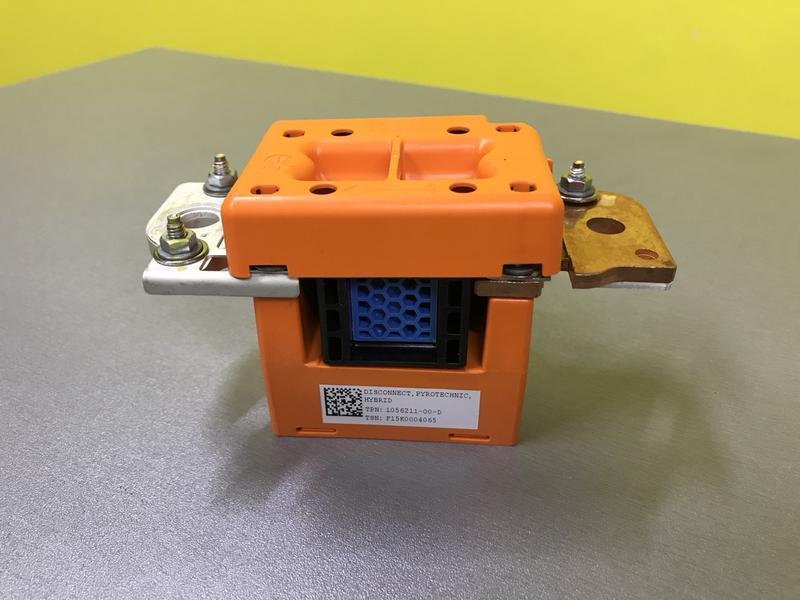 Датчик аварийного привода, пиропатрон, предохранитель Tesla Model