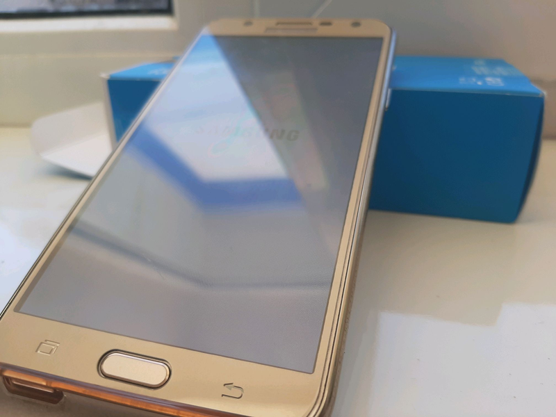 Смартфон Samsung j7 neo - Фото 3