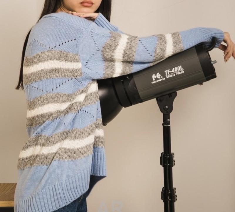 Шикарный трендовый вязаный свитер пастельно-голубого цвета новый - Фото 2