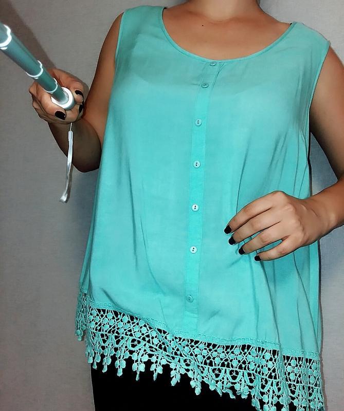 Ментолового цвета майка с ажурным низом 18-20 размер - Фото 3