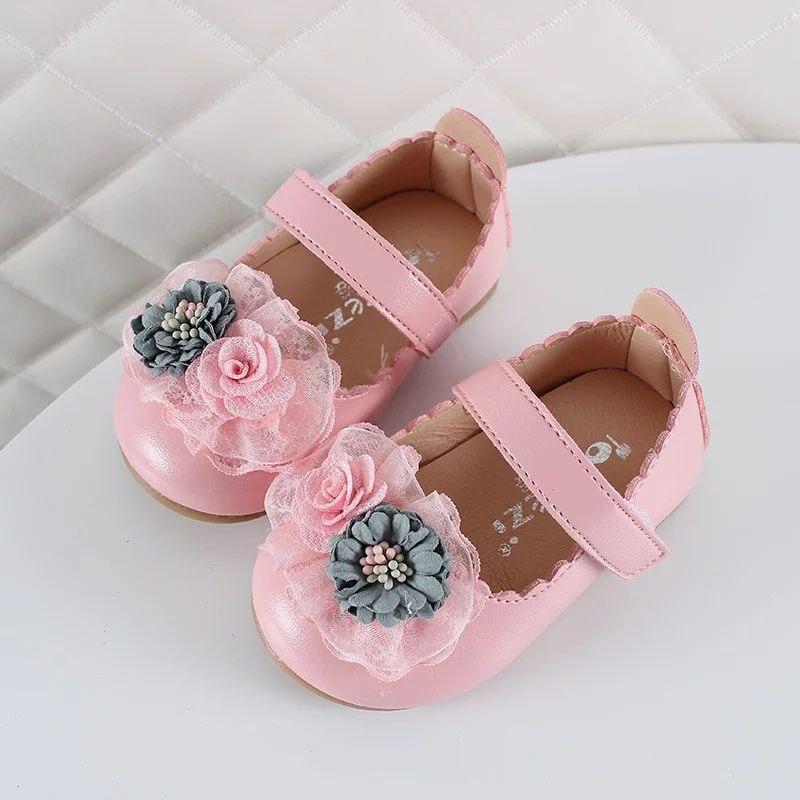 Красивые нарядные туфельки с цветочком