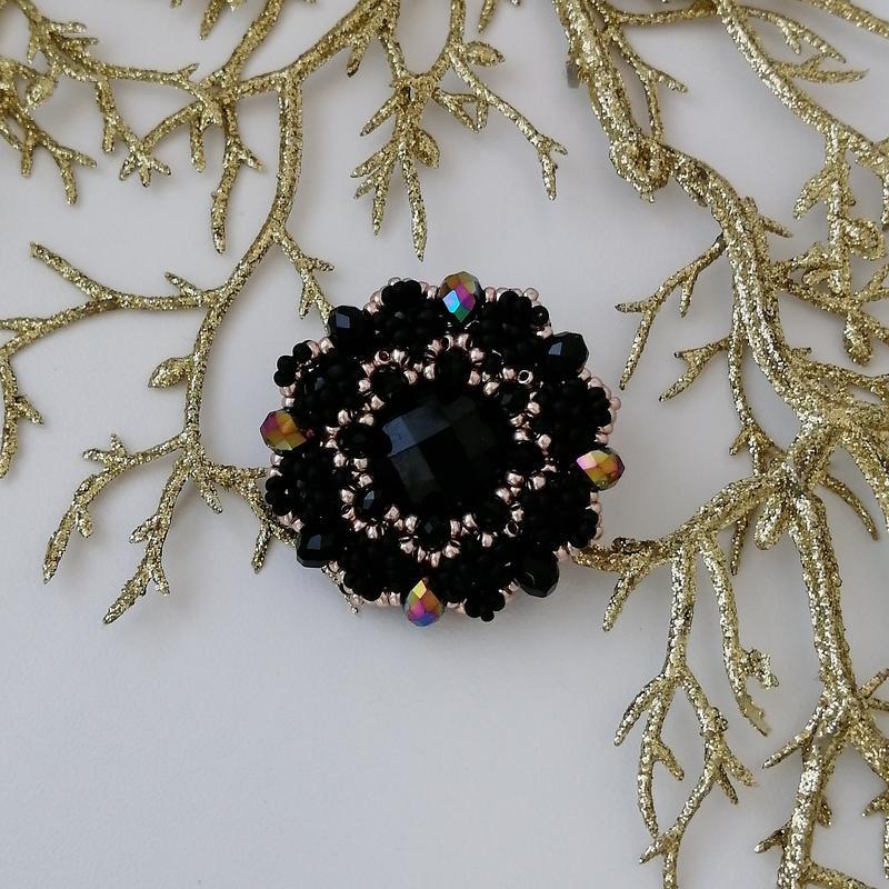Модная черная золотая брошь ручной работы «black and gold» - Фото 2
