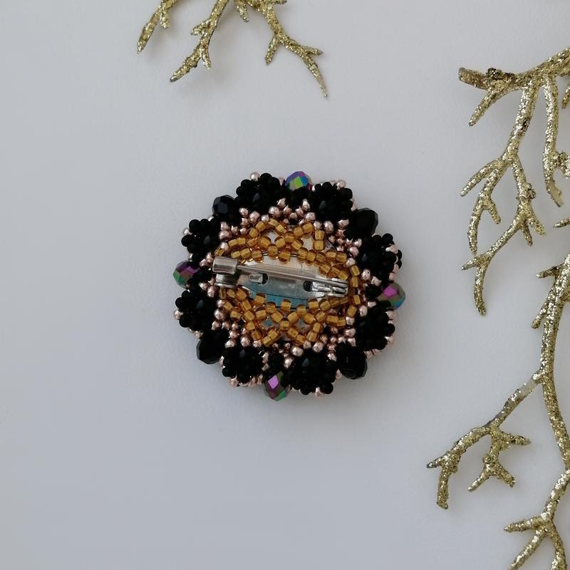 Модная черная золотая брошь ручной работы «black and gold» - Фото 5