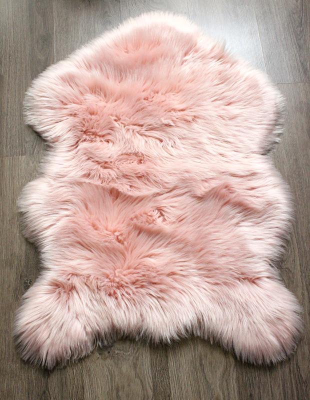 Пушистый коврик под овчину. коврик шкурка. ковер экомех розово...
