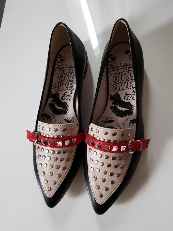 Туфли лоферы трехцветка отделка шипами