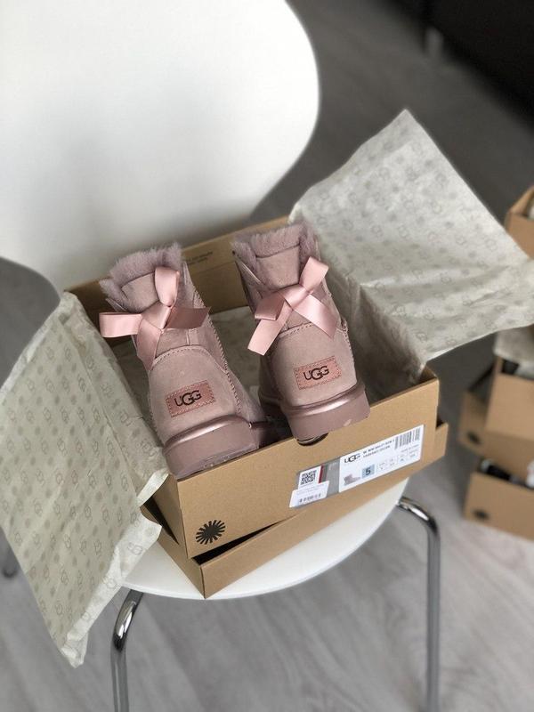 Шикарные розовые женские ботинки ugg mini bailey bow ii grey - Фото 2