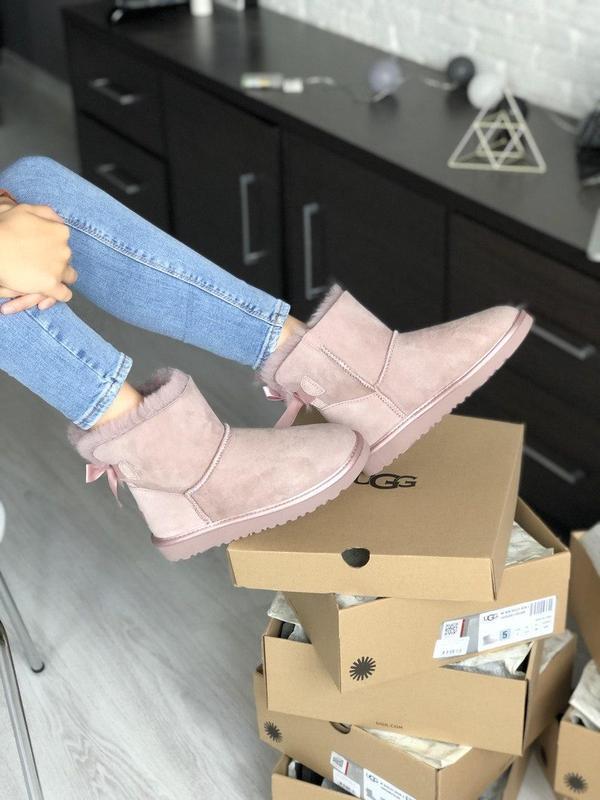 Шикарные розовые женские ботинки ugg mini bailey bow ii grey - Фото 4