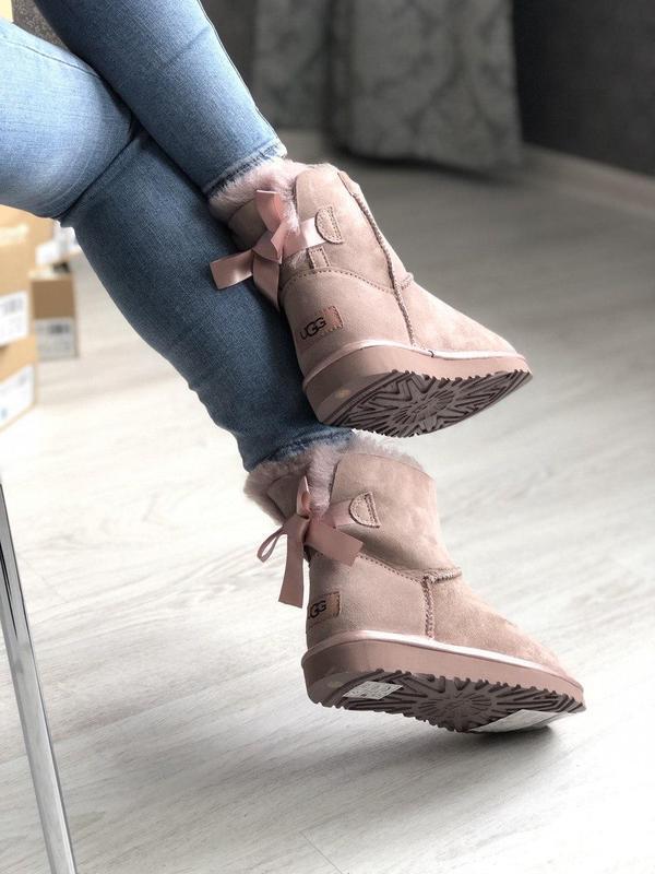 Шикарные розовые женские ботинки ugg mini bailey bow ii grey - Фото 6