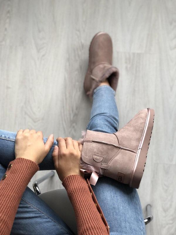 Шикарные розовые женские ботинки ugg mini bailey bow ii grey - Фото 7