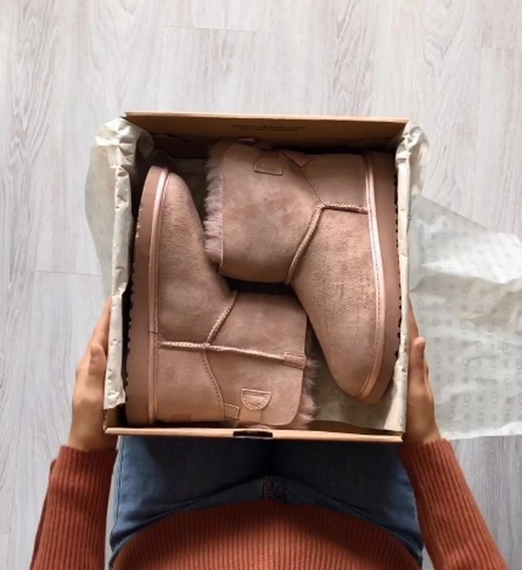 Шикарные розовые женские ботинки ugg mini bailey bow ii grey - Фото 9
