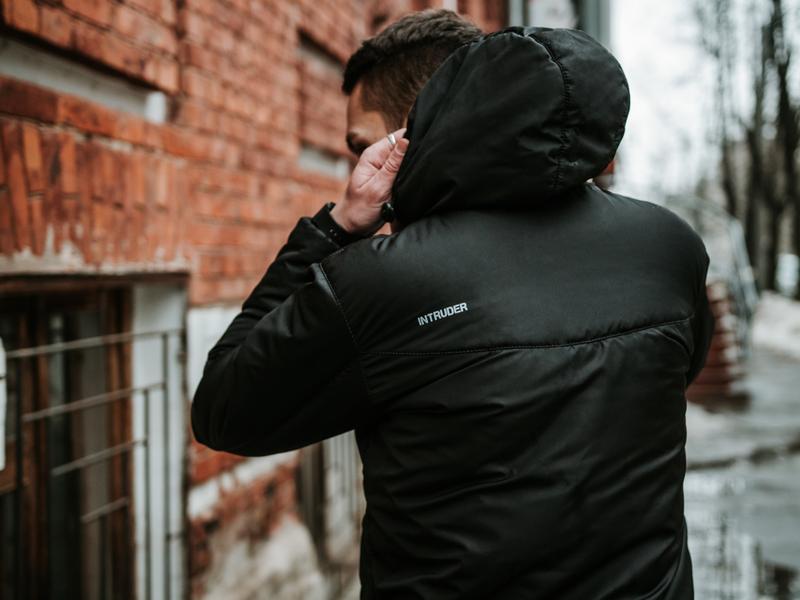 Мужская ветровка анорак весна / осень intruder hypnotic (черный) - Фото 5