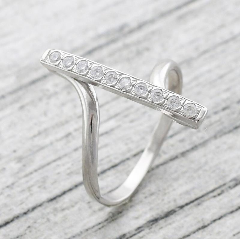 Кольцо прямое с камнями - Фото 2