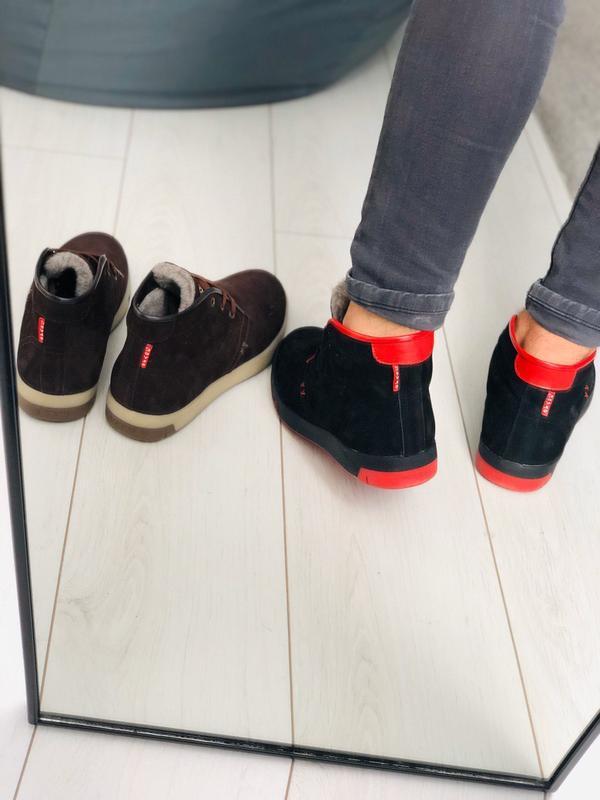 Мужские зимние черные кроссовки из нубука с вставками красной ... - Фото 4