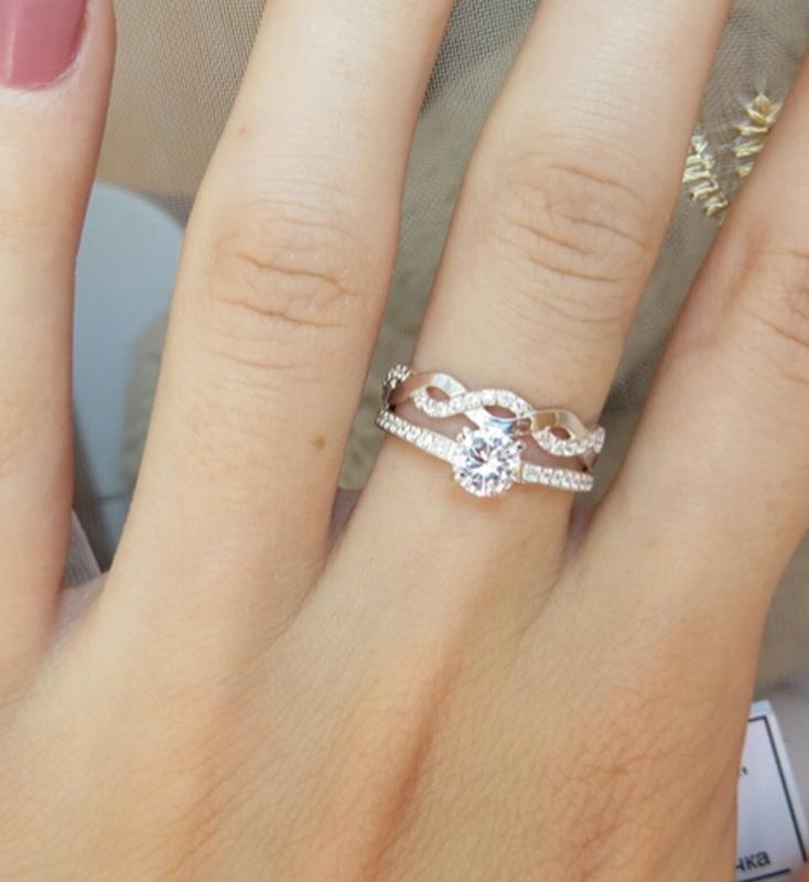 Кольцо двойное волнистое с россыпью камней