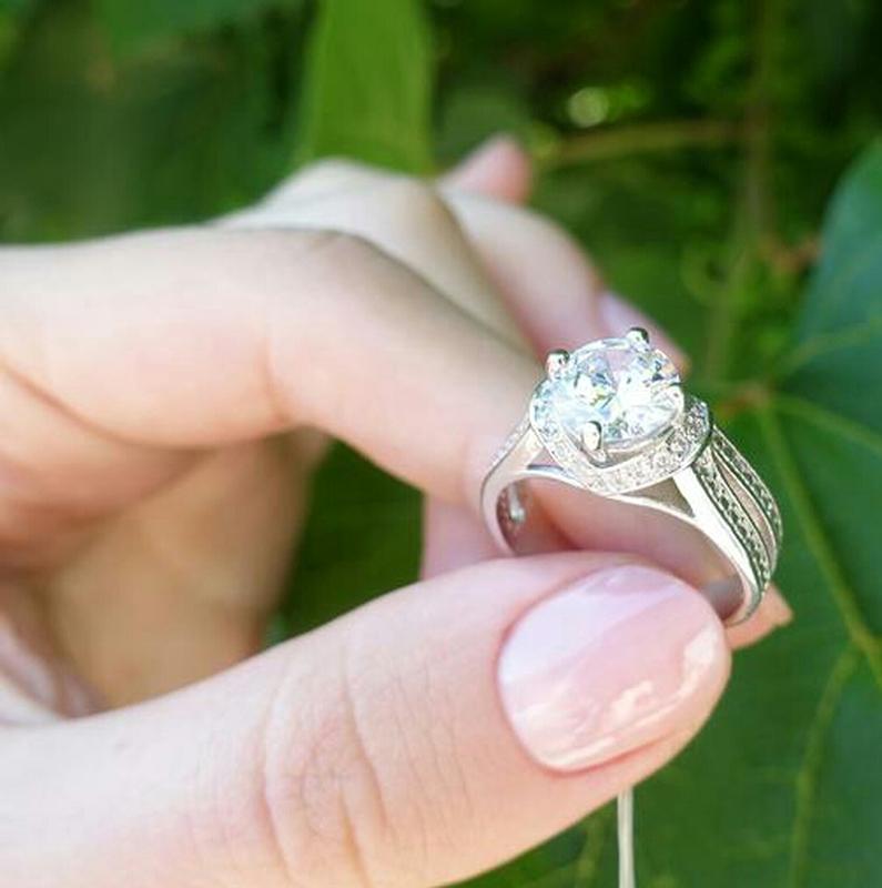 Кольцо в камнях двойное