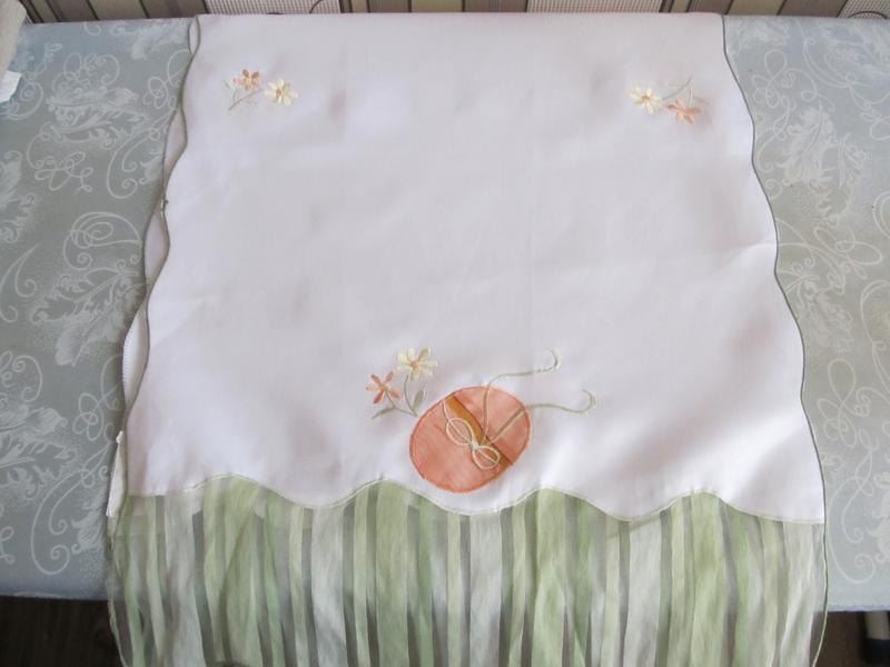 Пасхальное белоснежное полотенце-раннер