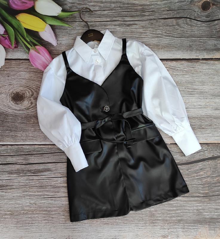 Длинная рубашка из поплина и жилетка-сарафан из эко-кожи