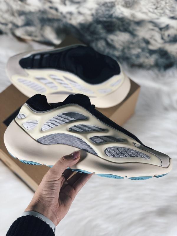 Мужские кроссовки adidas yeezy boost 700 v3 azael