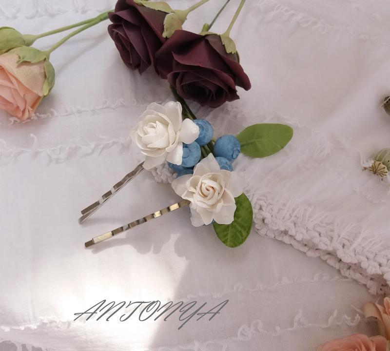 Две заколки с цветами