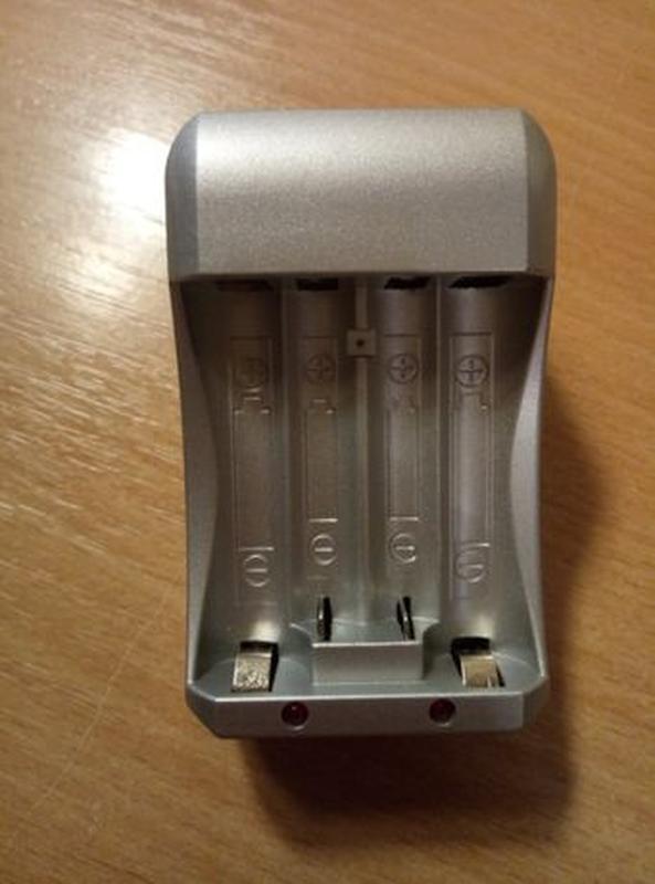 Зарядное устройство для аккумуляторов Выход: 1.2 В (AA / AAA)