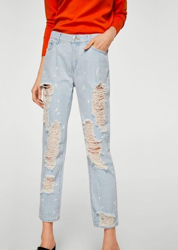 Актуальные прямые джинсы с рваностями