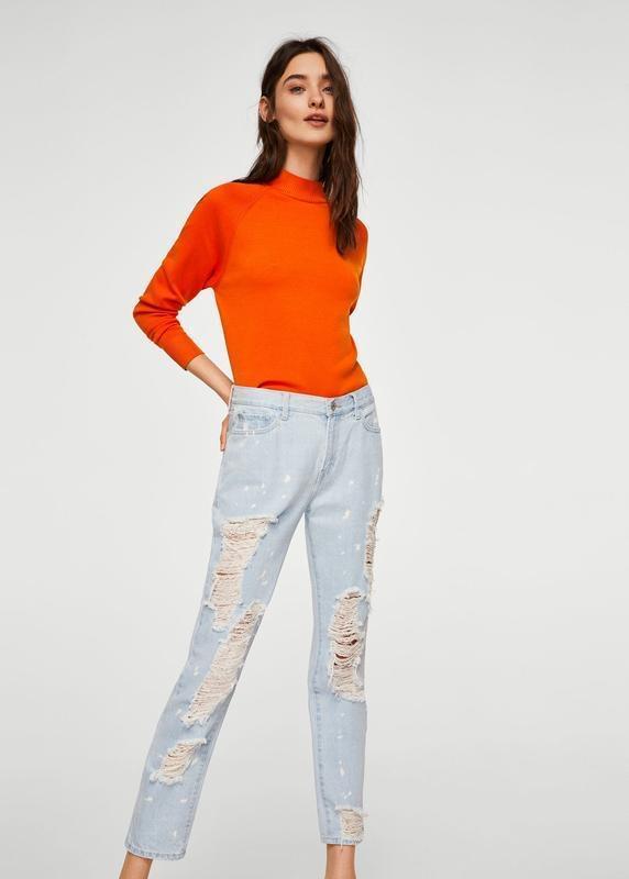 Актуальные прямые джинсы с рваностями - Фото 2