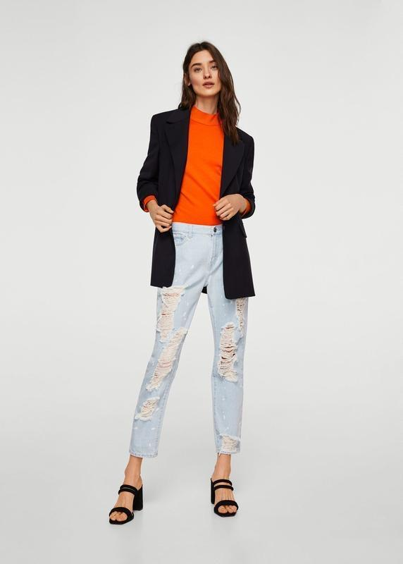 Актуальные прямые джинсы с рваностями - Фото 3