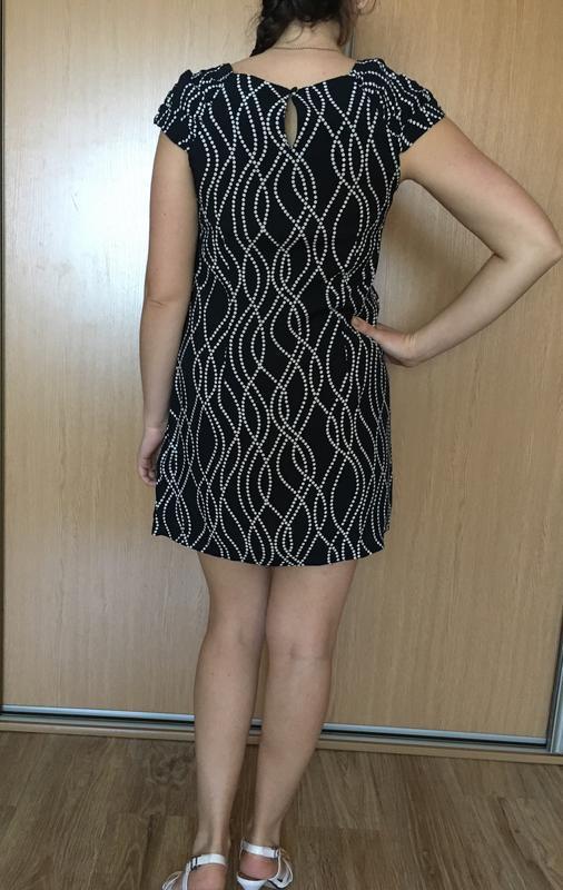 Красивое лёгкое  платье прямого кроя  в принт - Фото 3