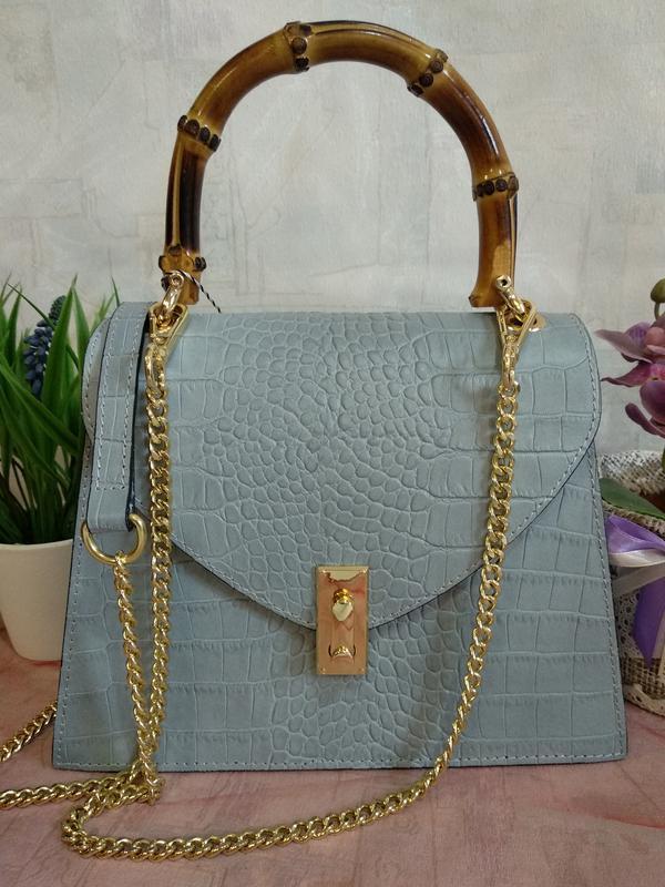 Оригинальная и стильная сумочка с бамбуковой ручкой