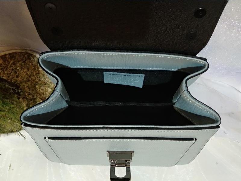 Небольшая кожаная сумочка - Фото 7