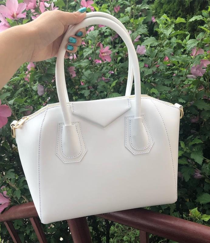 Кожаная сумка в стиле givenchy