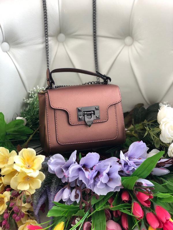Симпатичная кожаная сумочка