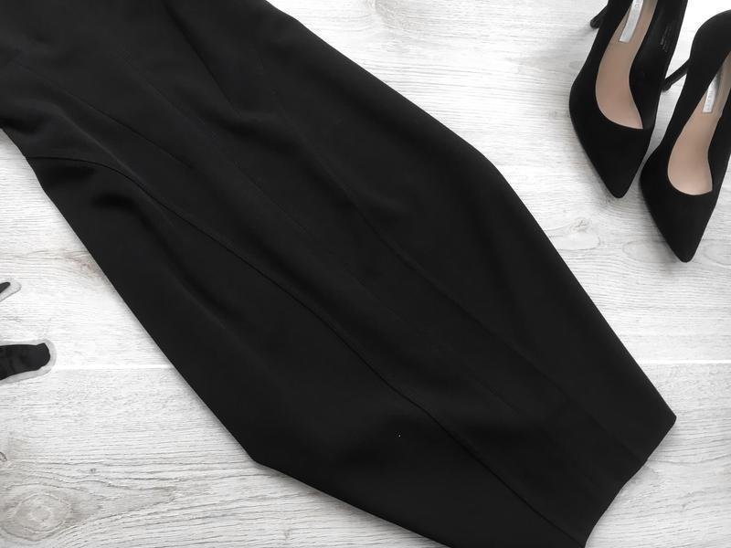 Актуальное класическое платье на бретелях италия - Фото 3