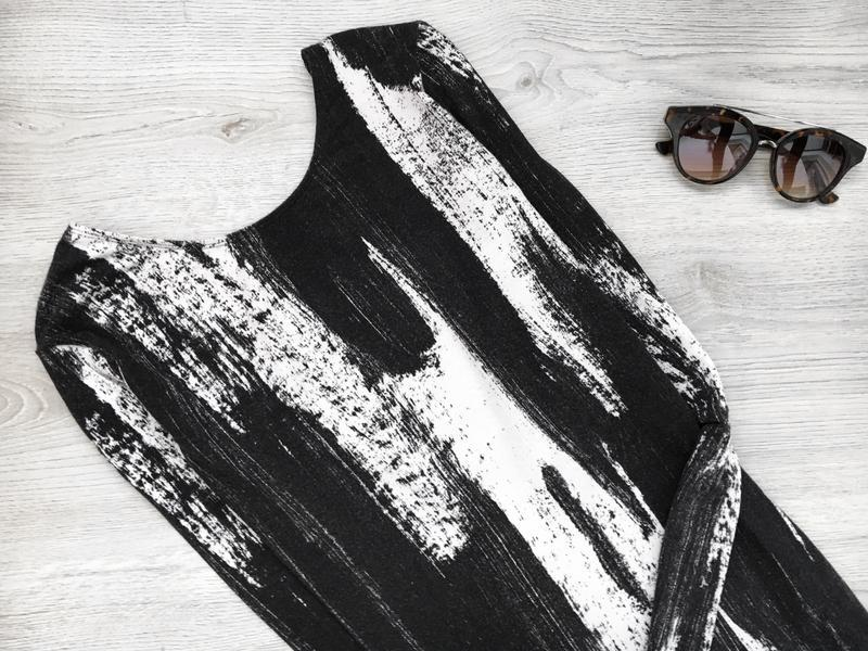 Невероятное платье в крутой принт с глубоким v-образым вырезом... - Фото 2