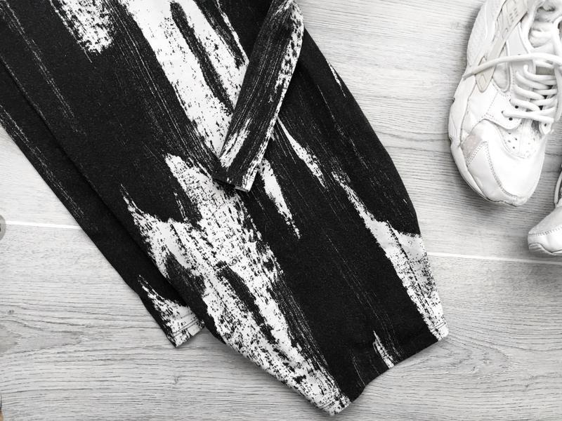 Невероятное платье в крутой принт с глубоким v-образым вырезом... - Фото 3