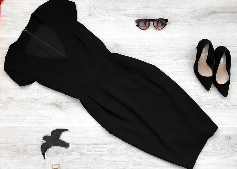 Крутое классическое миди платье с v-образным вырезом