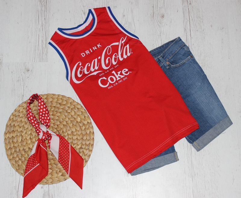 Майка кока-кола