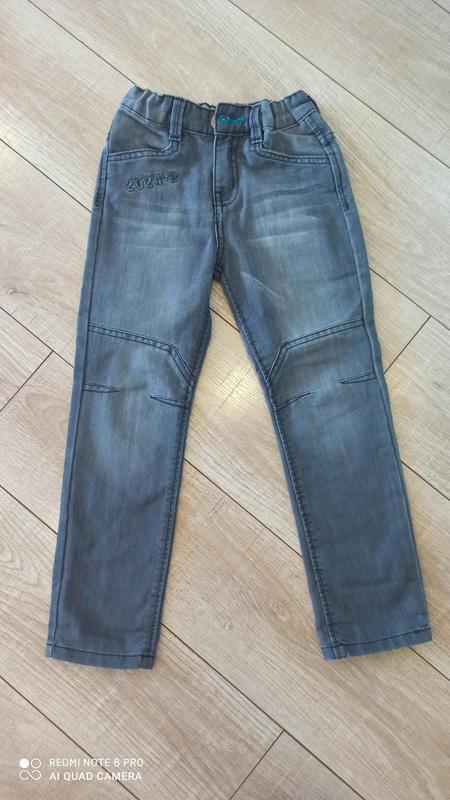 Продам джинсы на мальчика 5-6 лет